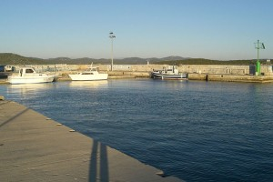 640px-harbour_in_betina_island_of_murter_croatia_14-10-2007-_074